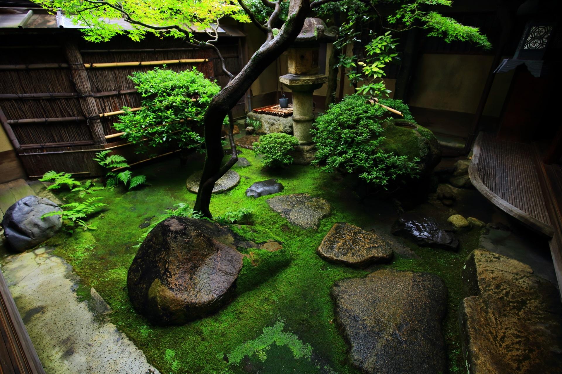 角屋の中庭
