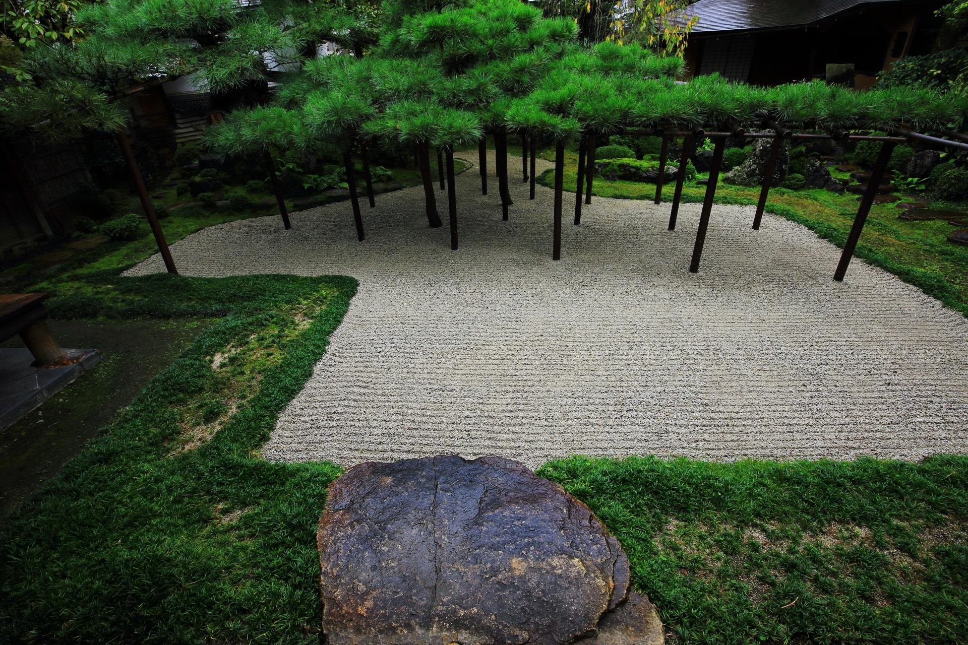 臥龍松の庭(がりょうしょうのにわ)