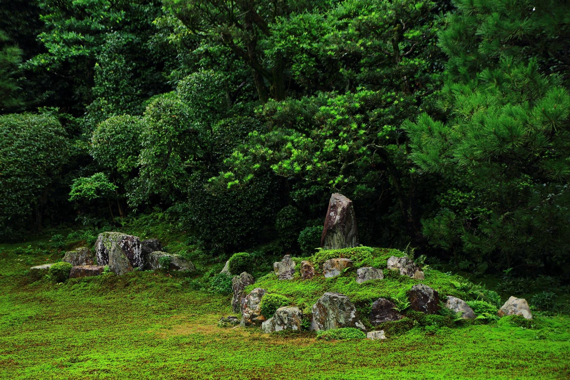 芬陀院の鶴島と亀島