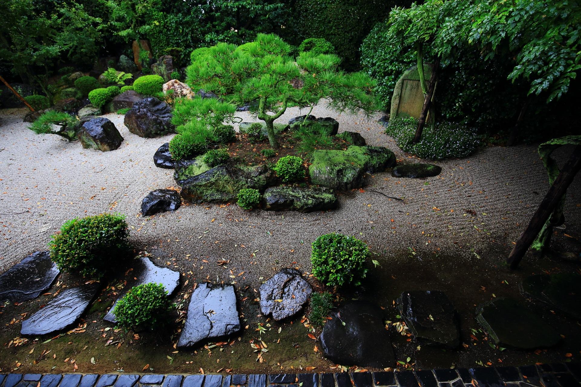 御香宮神社の客殿西側の庭園