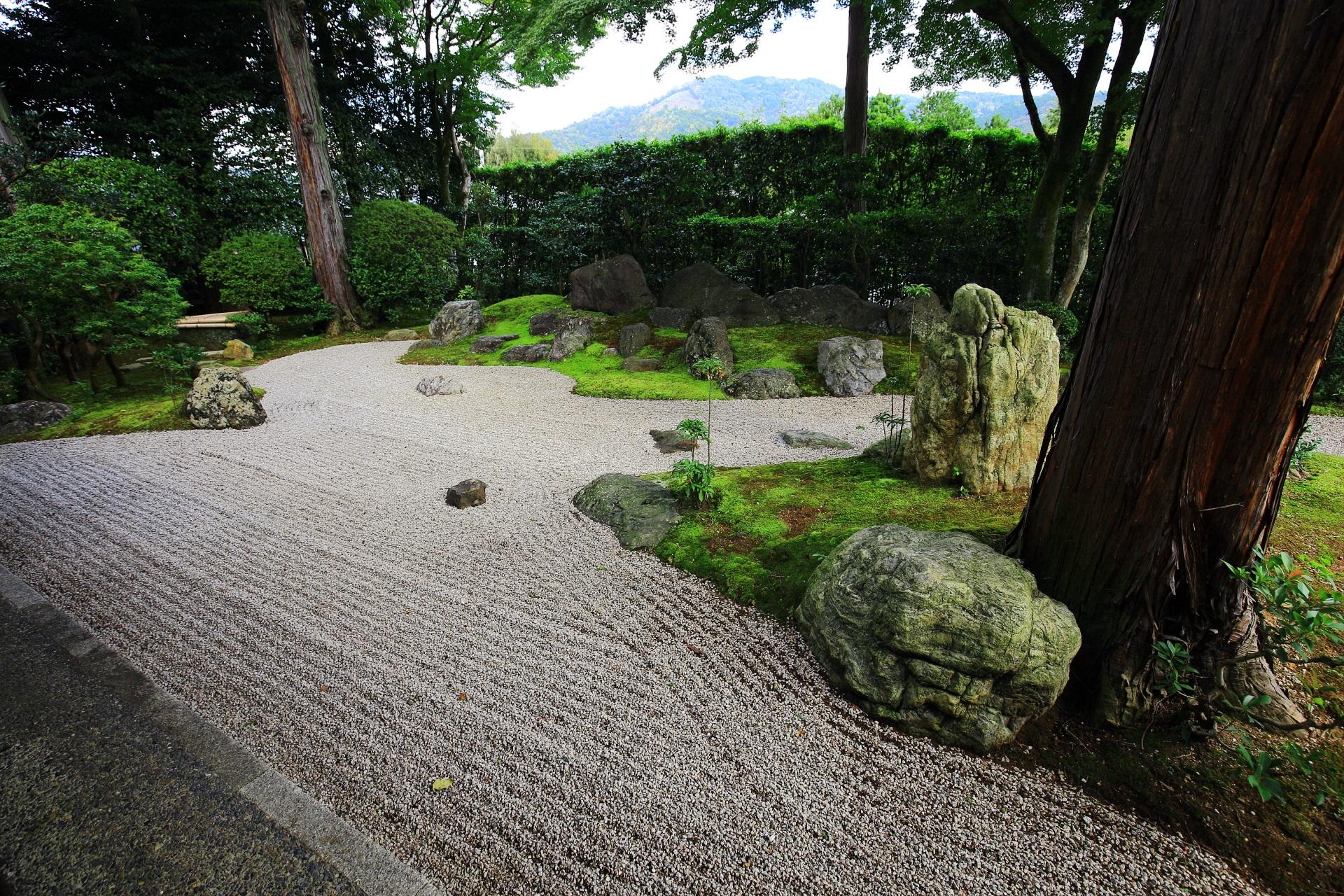 真如堂の書院東側にある涅槃の庭