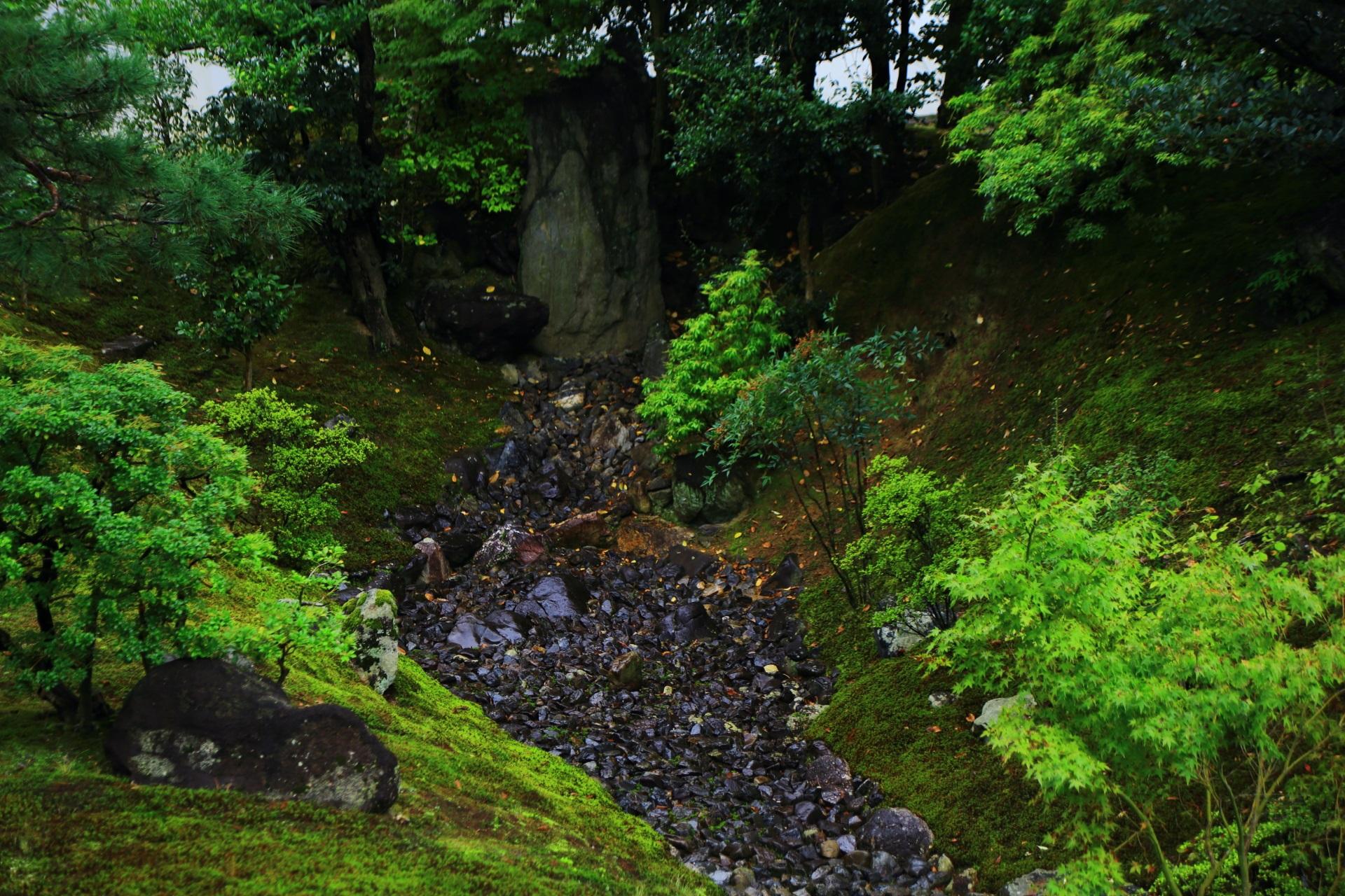 裏方丈庭園の枯流の滝