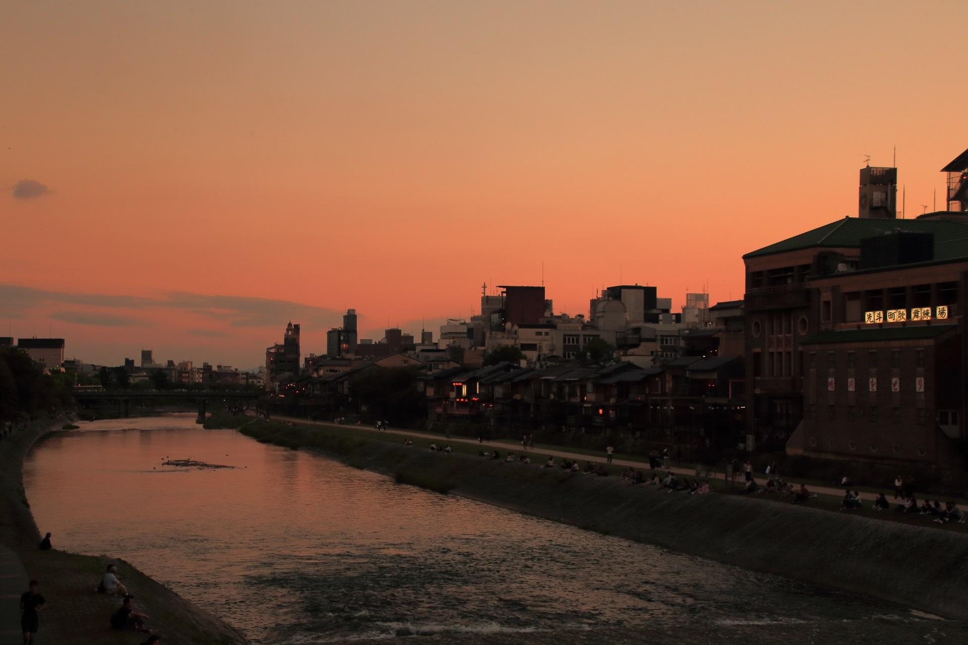 三条大橋から眺めた鴨川の夕焼け