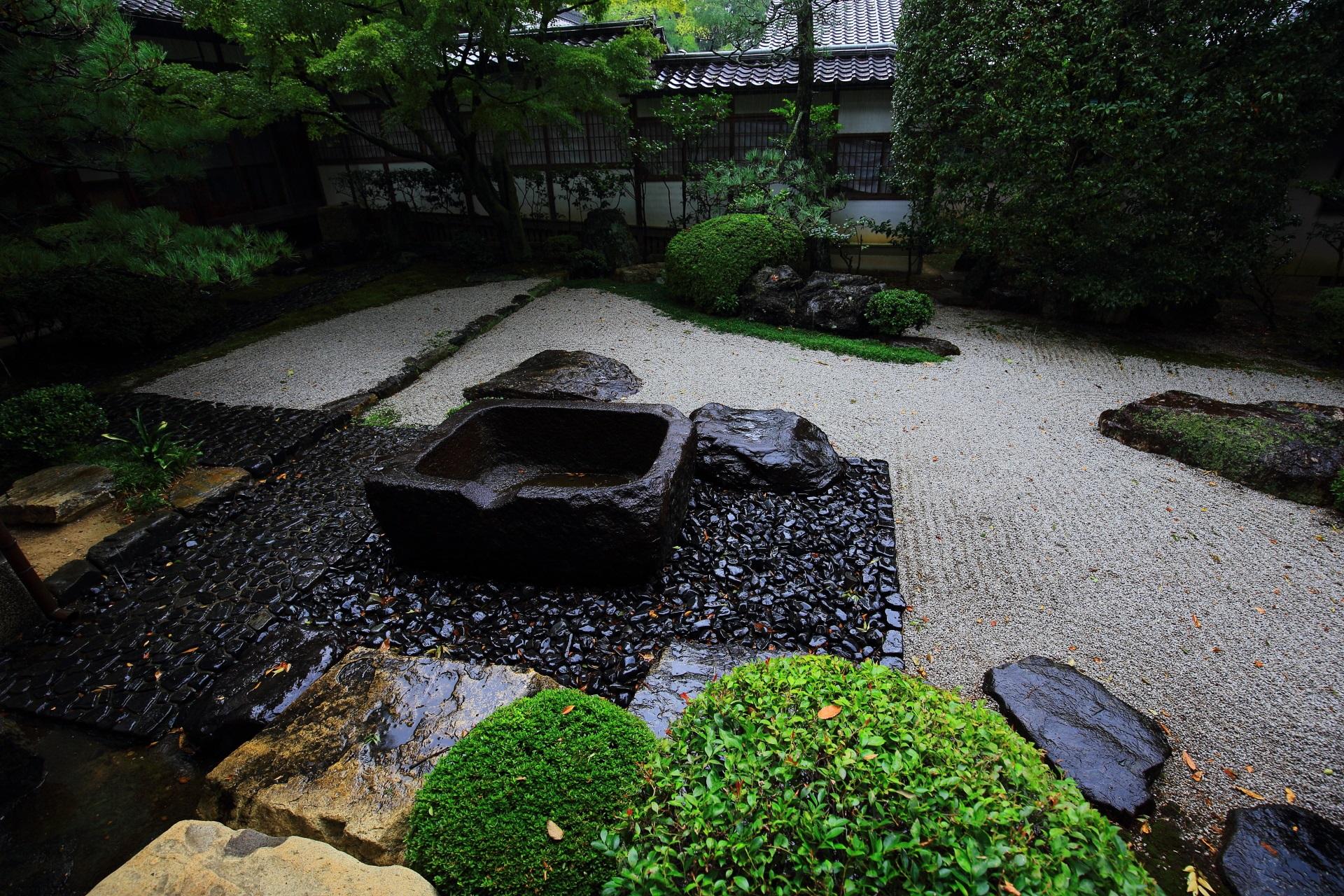 御香宮神社の客殿南側の庭園