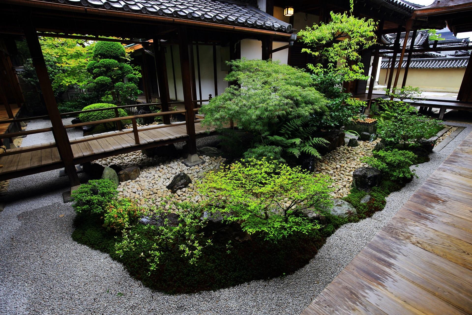 どこから見ても正面の観智院の四方正面の庭