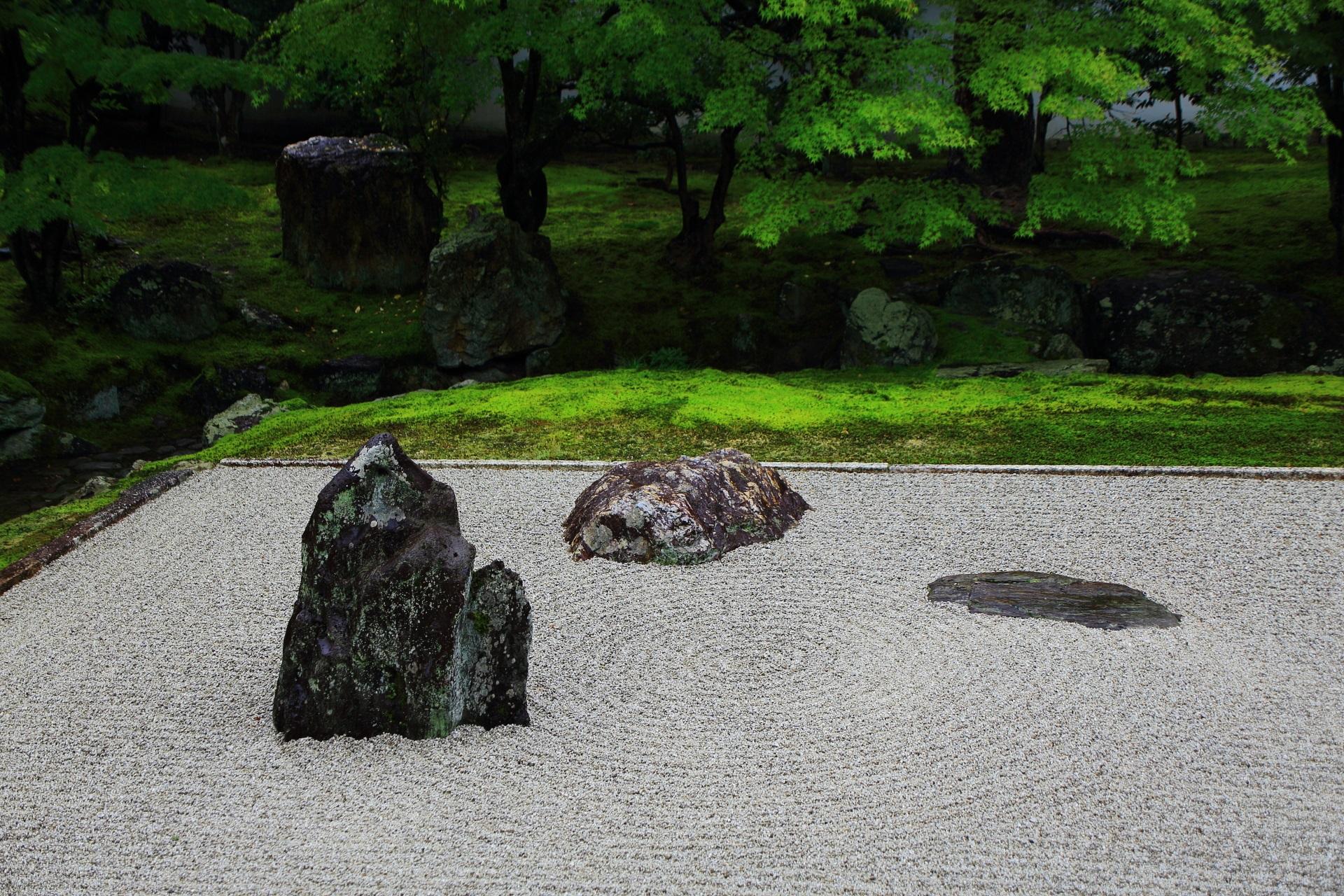 水路跡がある相国寺開山堂庭園