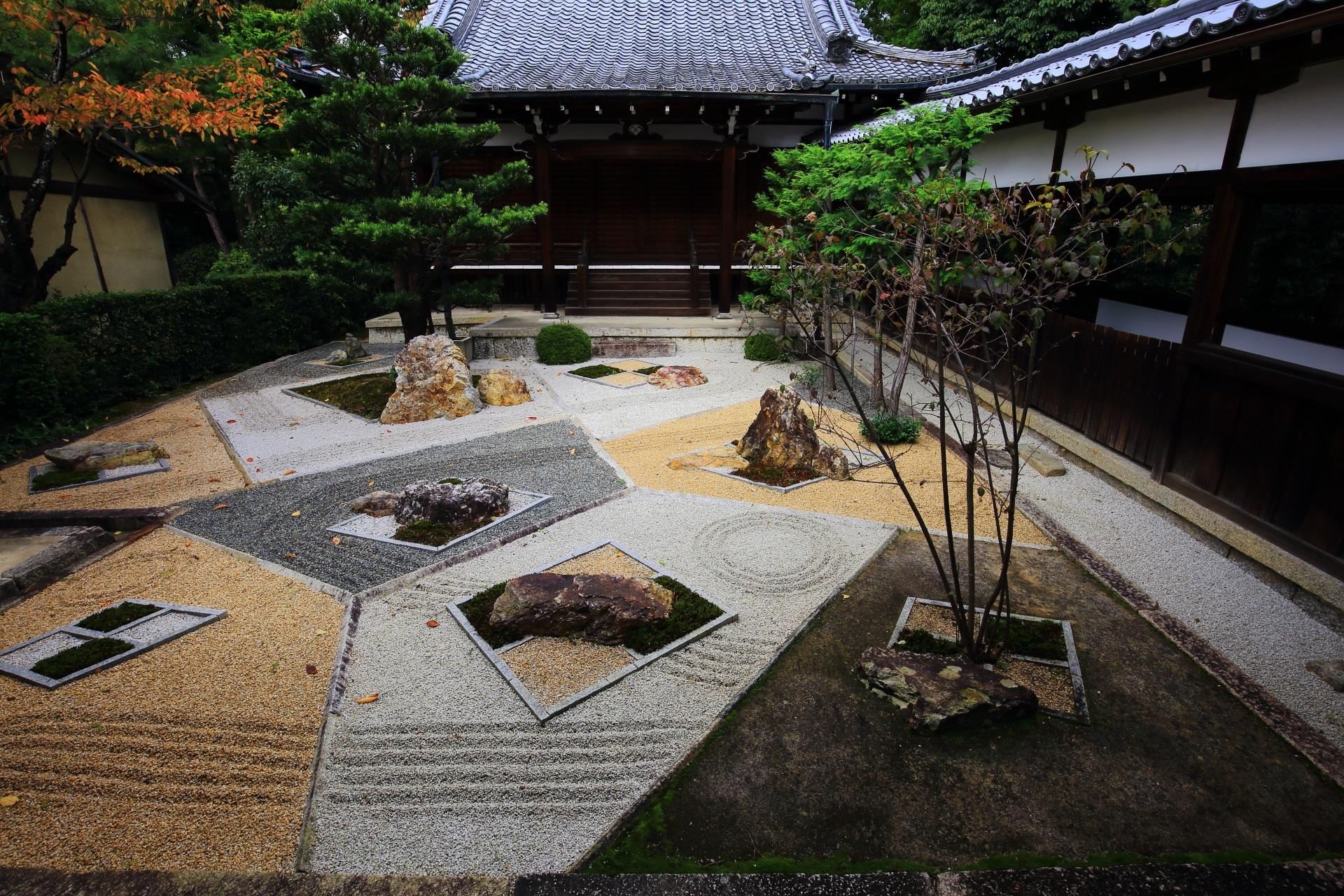 不思議な模様の随縁の庭
