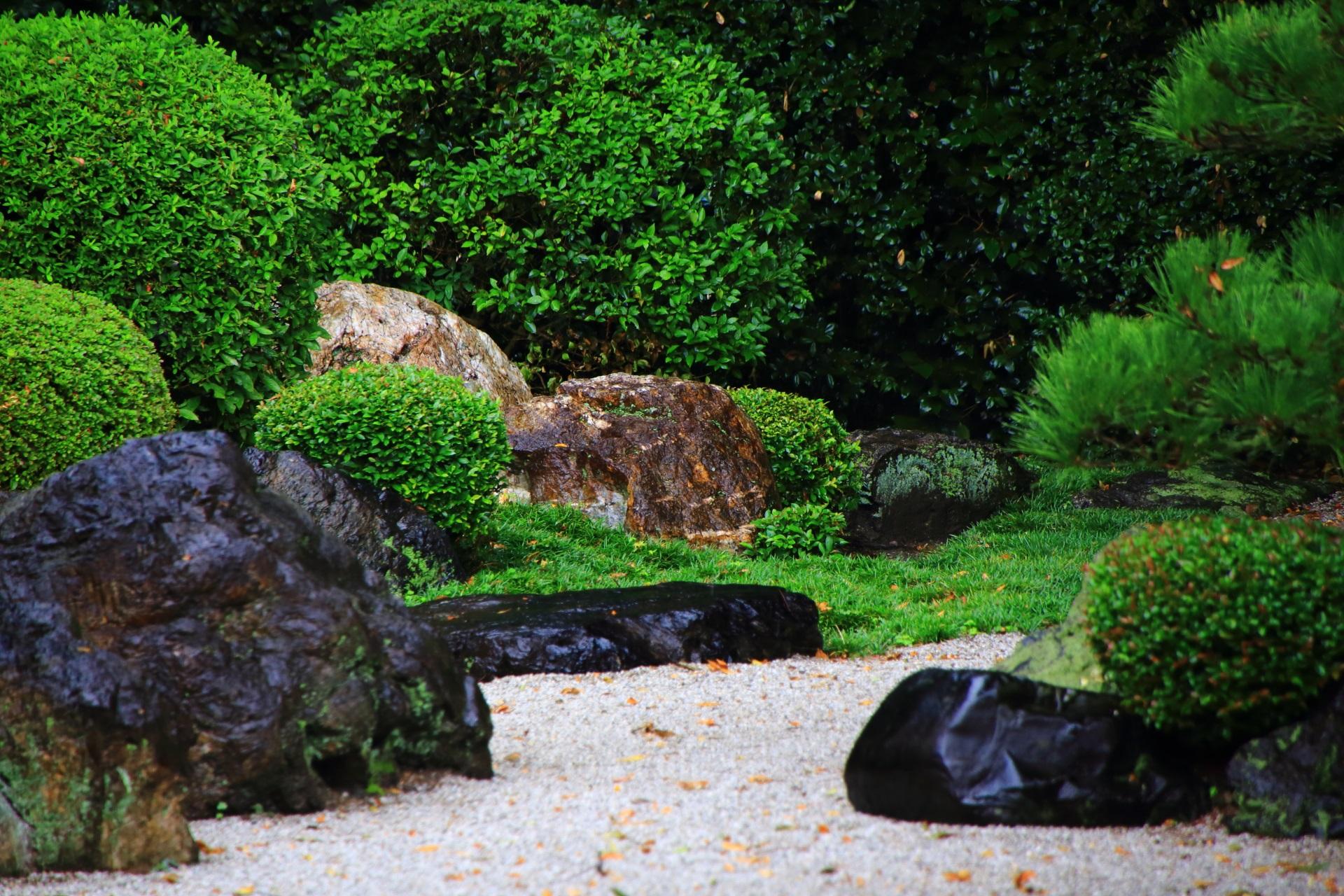 伏見の隠れた名庭の御香宮神社の枯山水