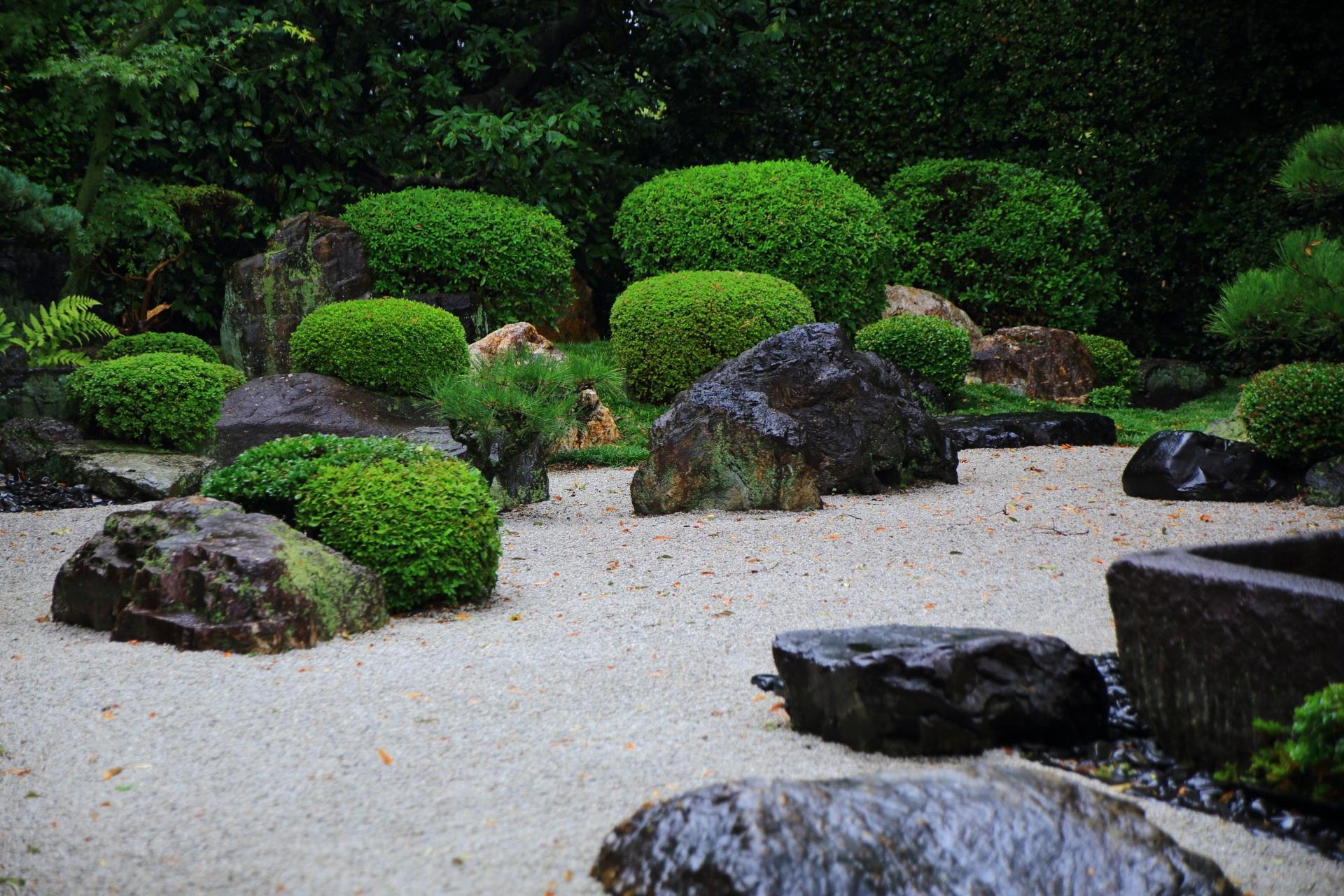 穴場の庭園の御香宮神社の石庭