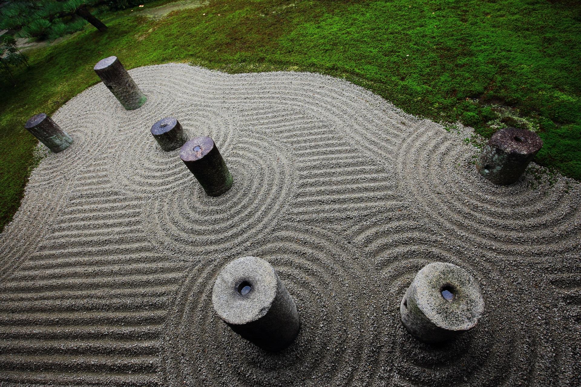 東福寺の北斗七星と雲文様の庭園