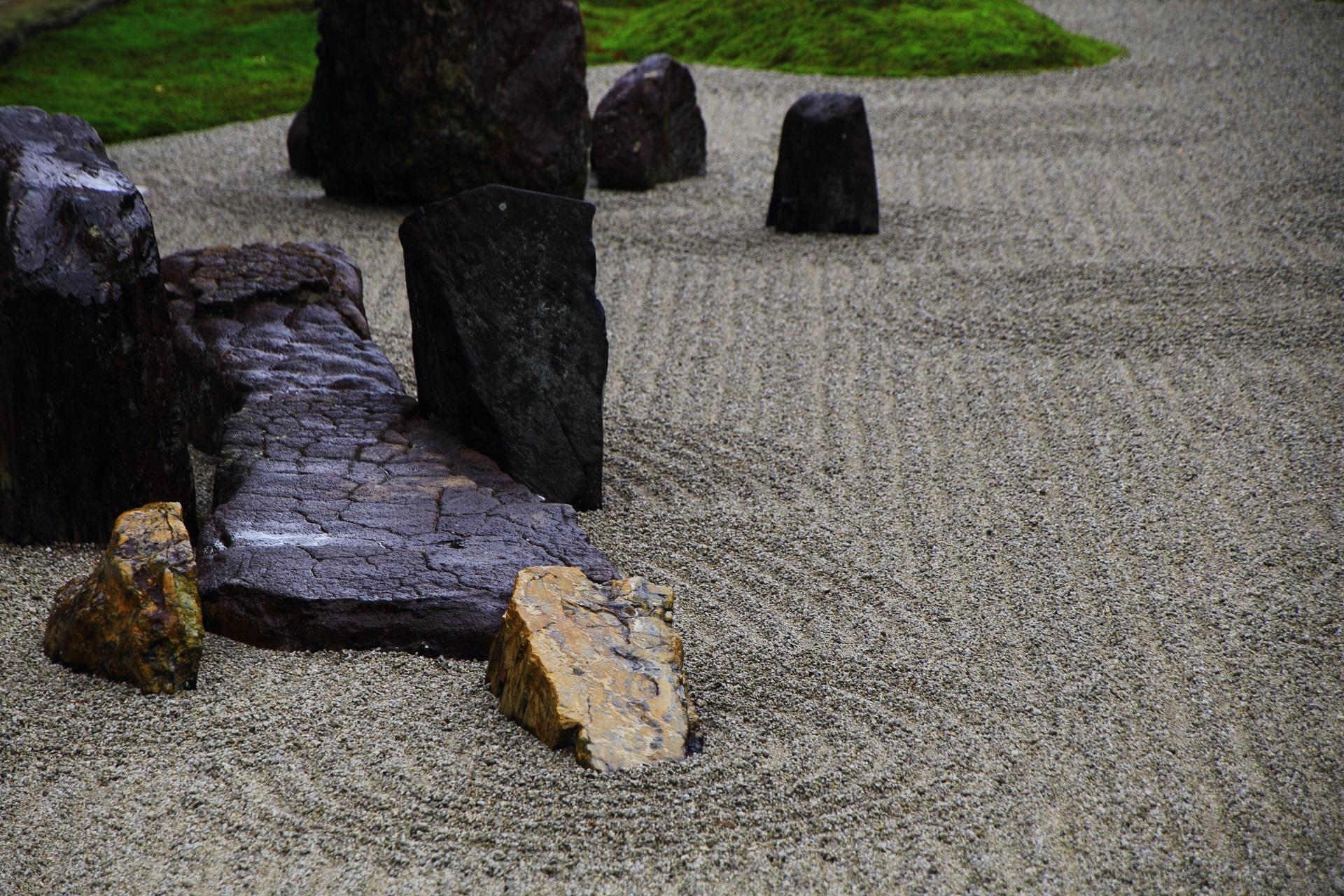 巨岩の力強い方丈南庭