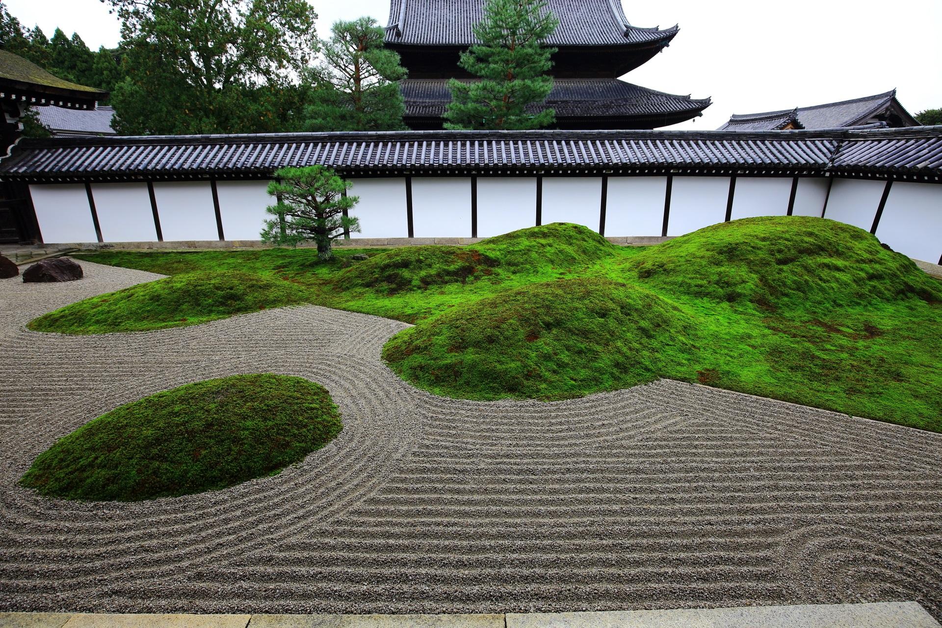 東福寺庭園の苔の築山