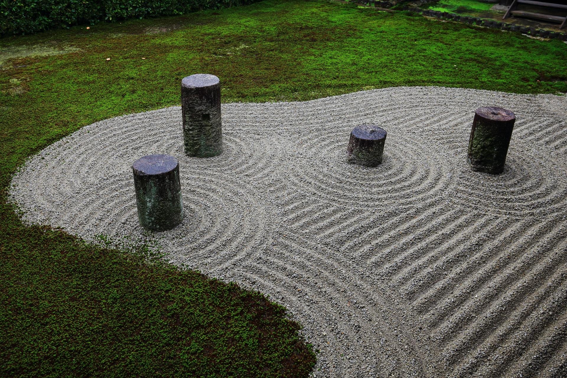 東福寺の砂と苔の方丈東庭園