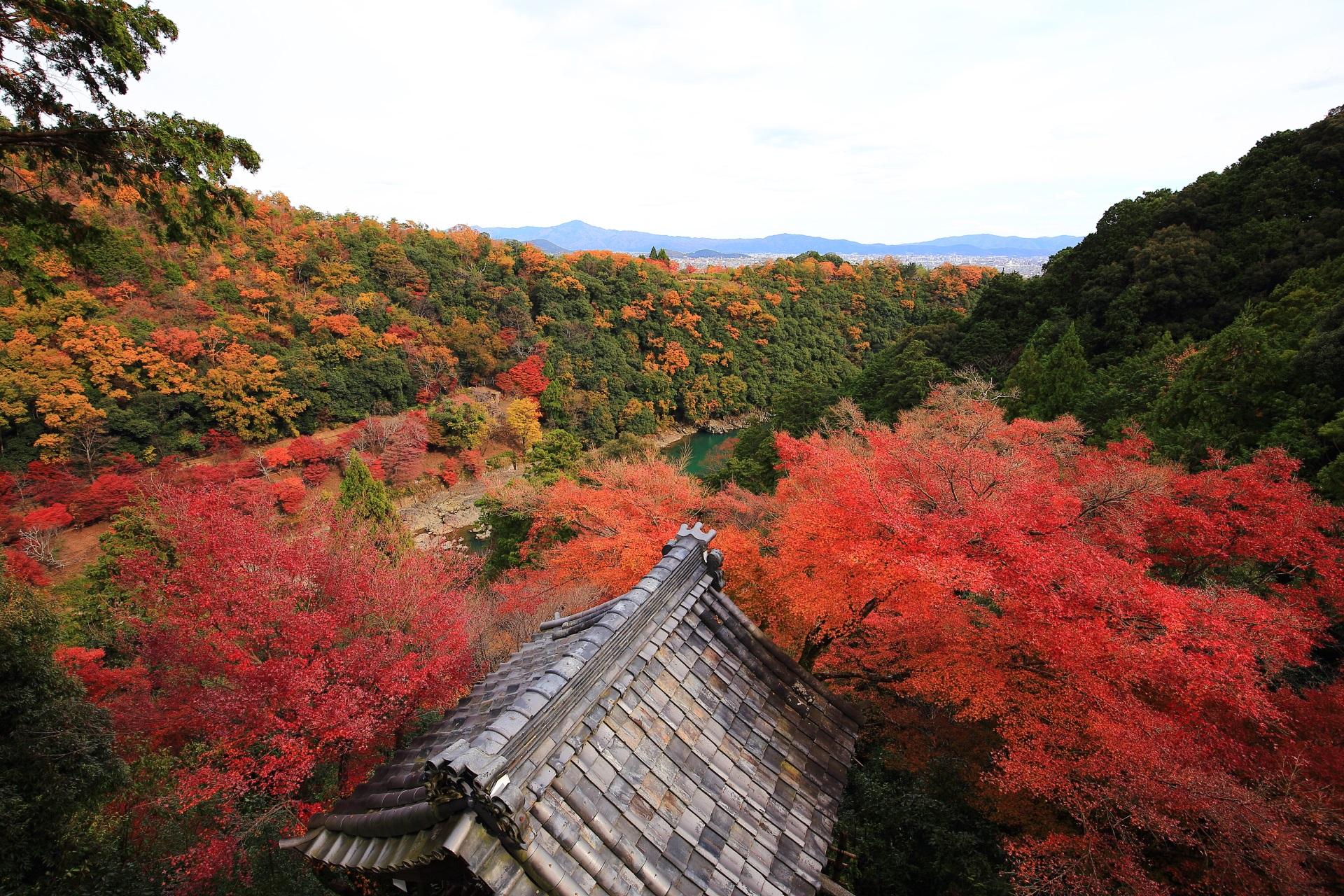 大悲閣千光寺の素晴らしい紅葉と秋の情景
