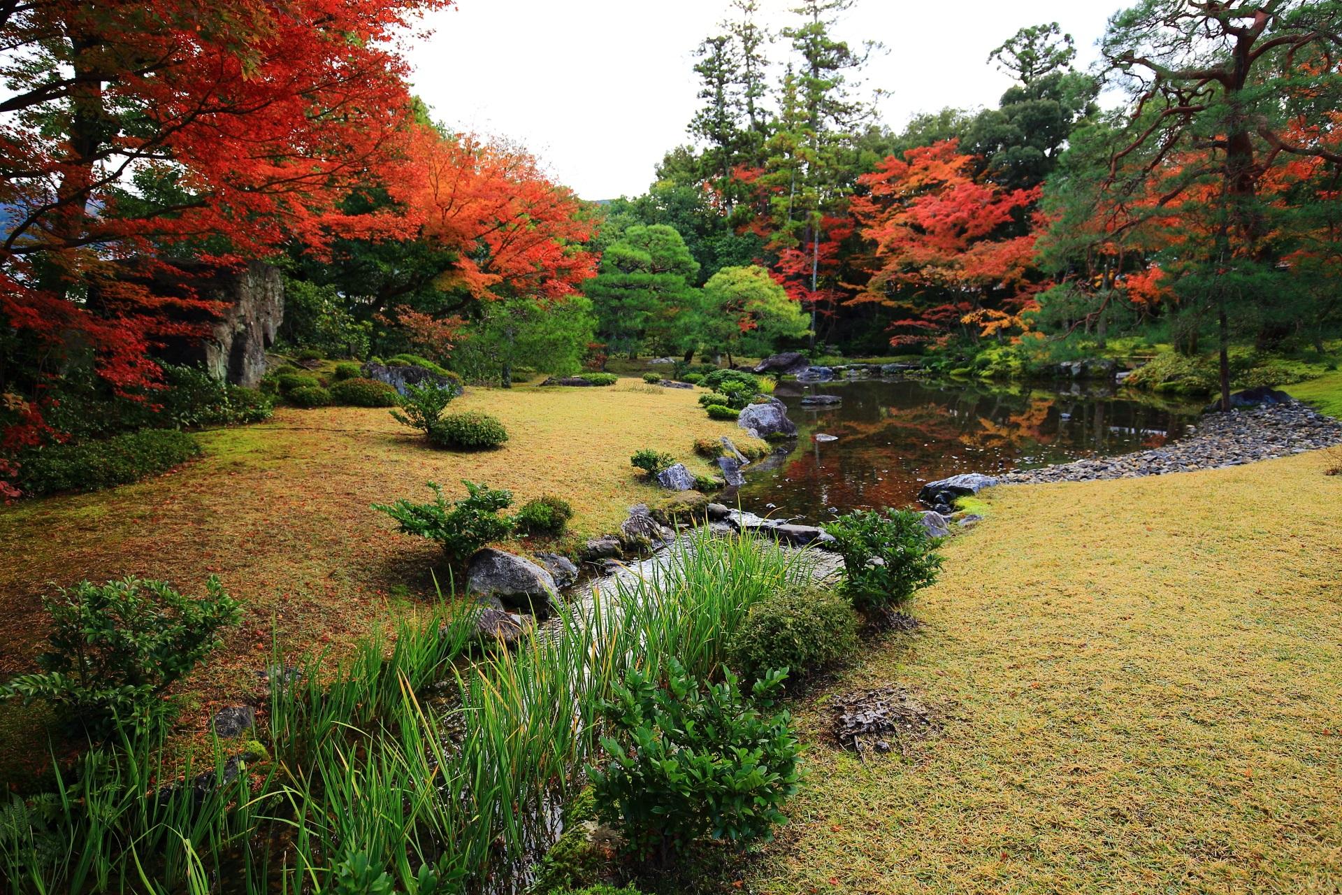 琵琶湖疏水が取り入れられた無鄰菴の池泉式の庭園