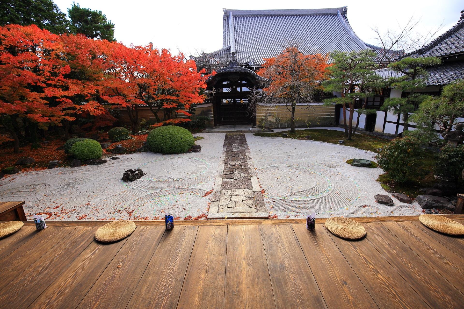妙顕寺の「四海唱導の庭(しかいしょうどうのにわ)」の紅葉