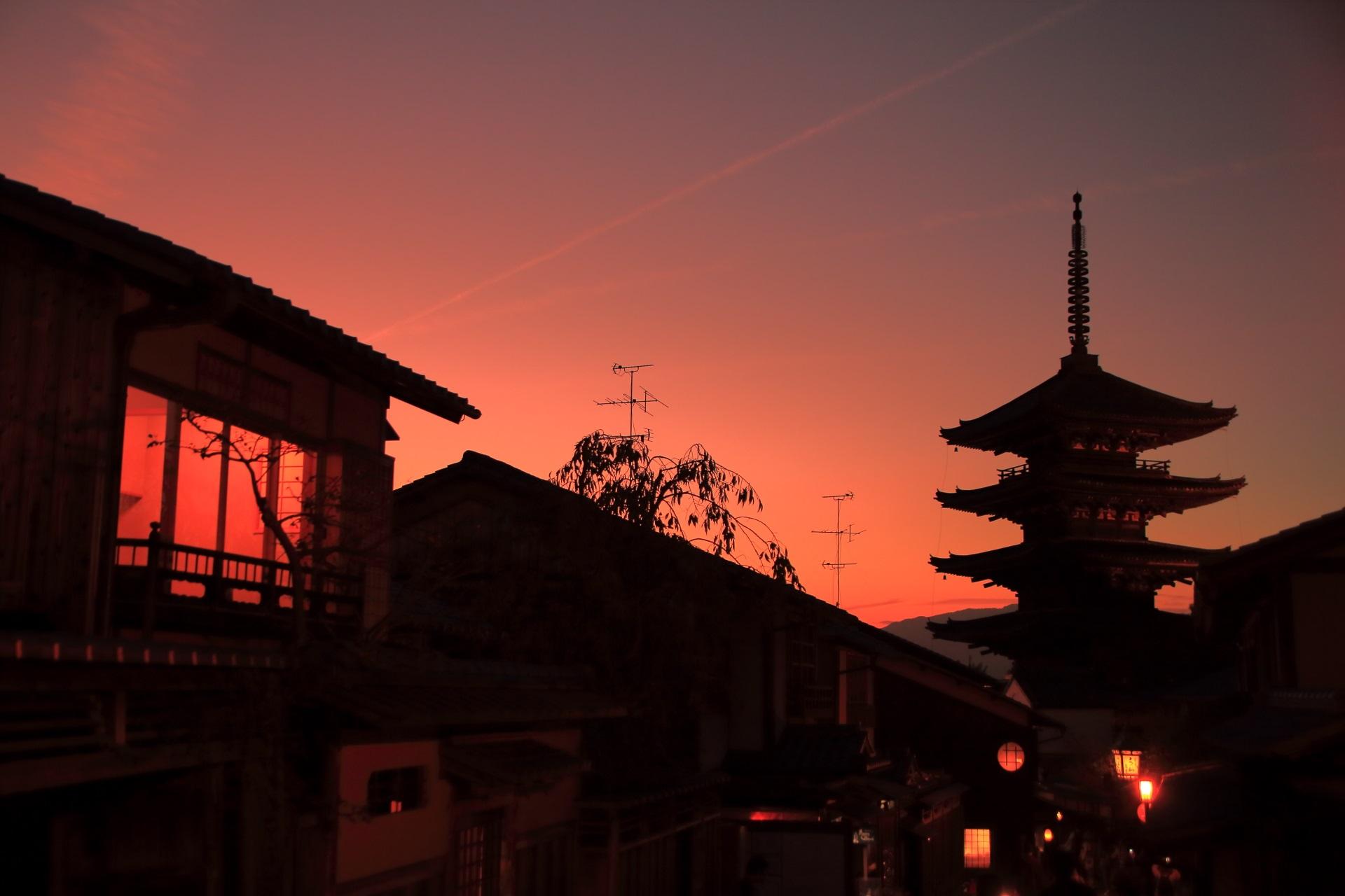 八坂の塔 夕焼け 夕暮れに佇む祇園の五重塔