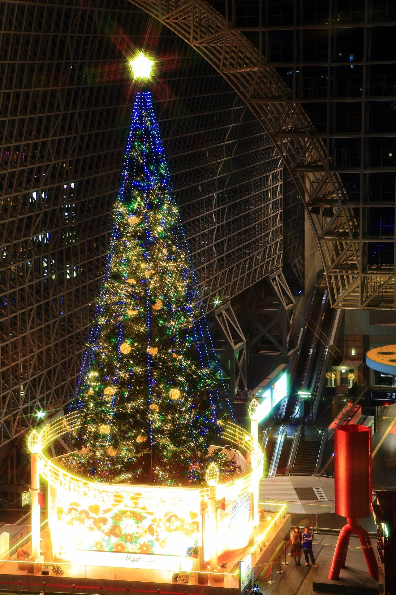 大階段から見下ろしたクリスマスツリー