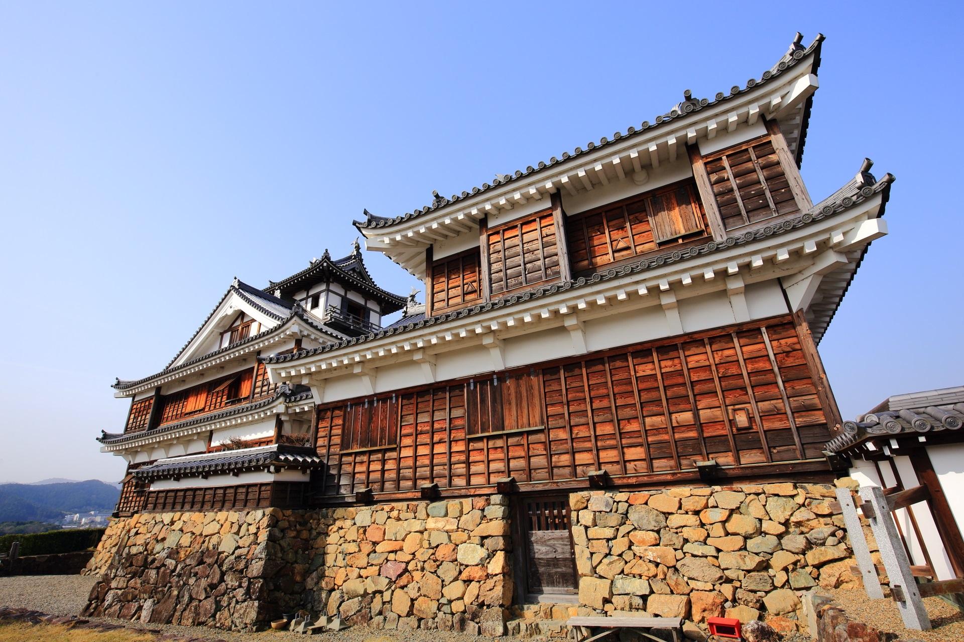 大きくはないがバランスの良い美しい福知山城