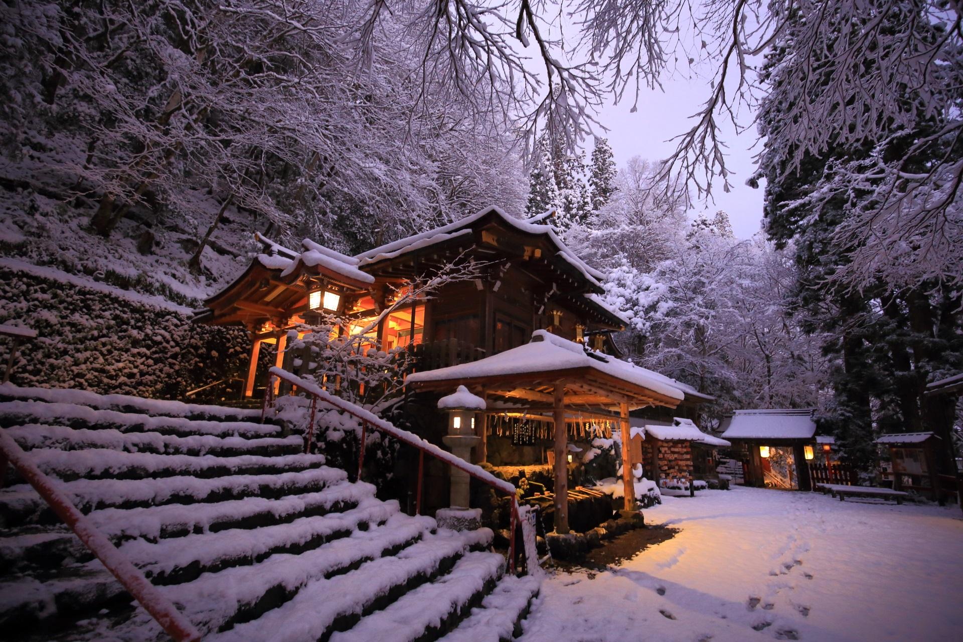 貴船神社の幻想的な雪景色