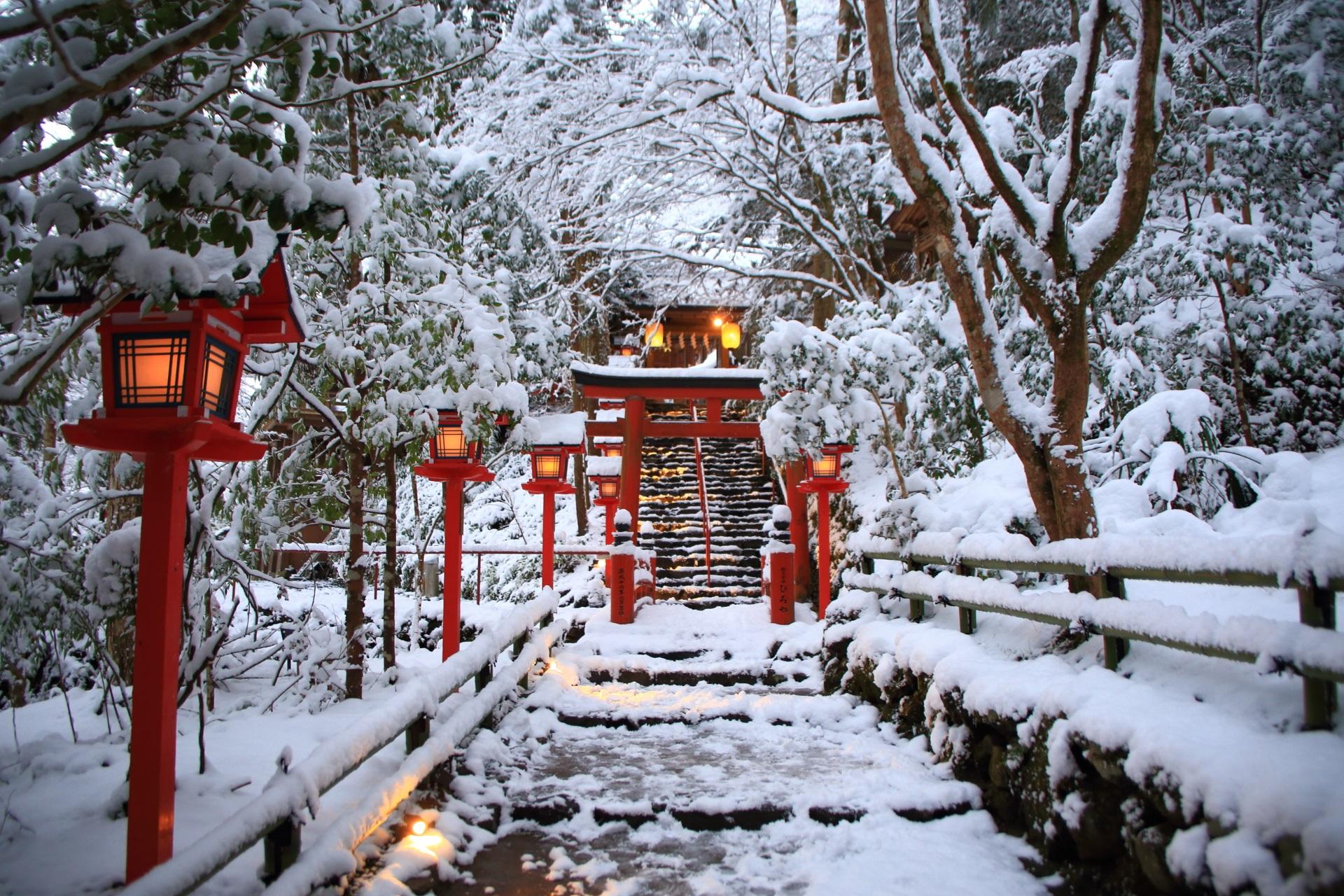貴船神社の奥側(本宮の向こう側)の石段の雪景色