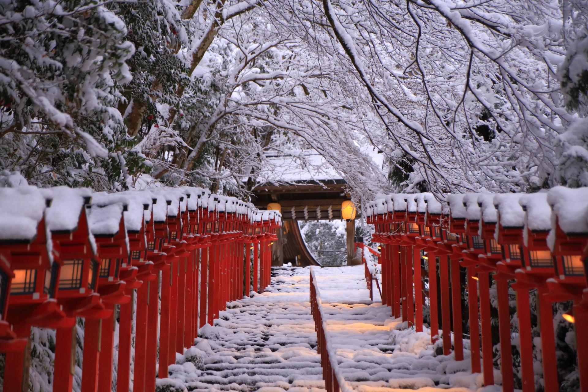 貴船神社の上品で厳かな雪景色