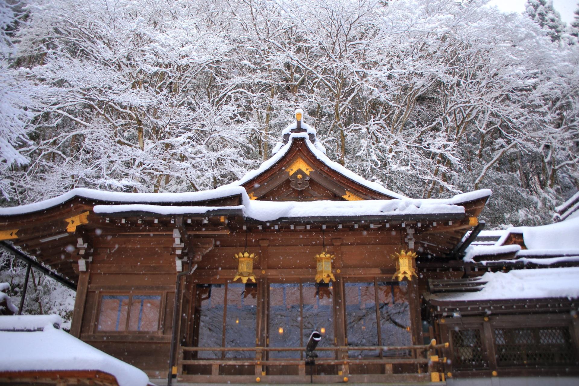 雪の降る貴船神社