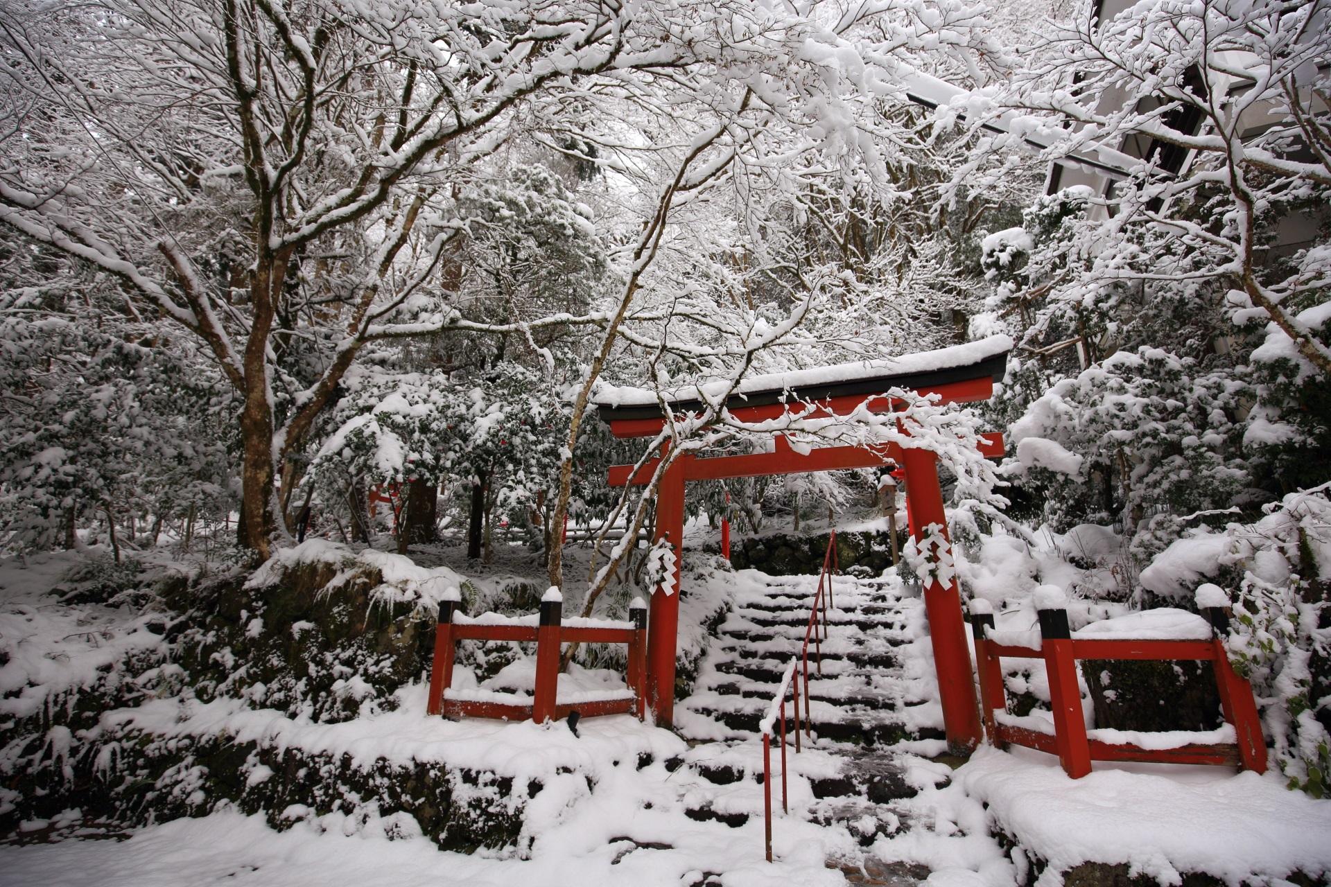 貴船神社の雪の参道