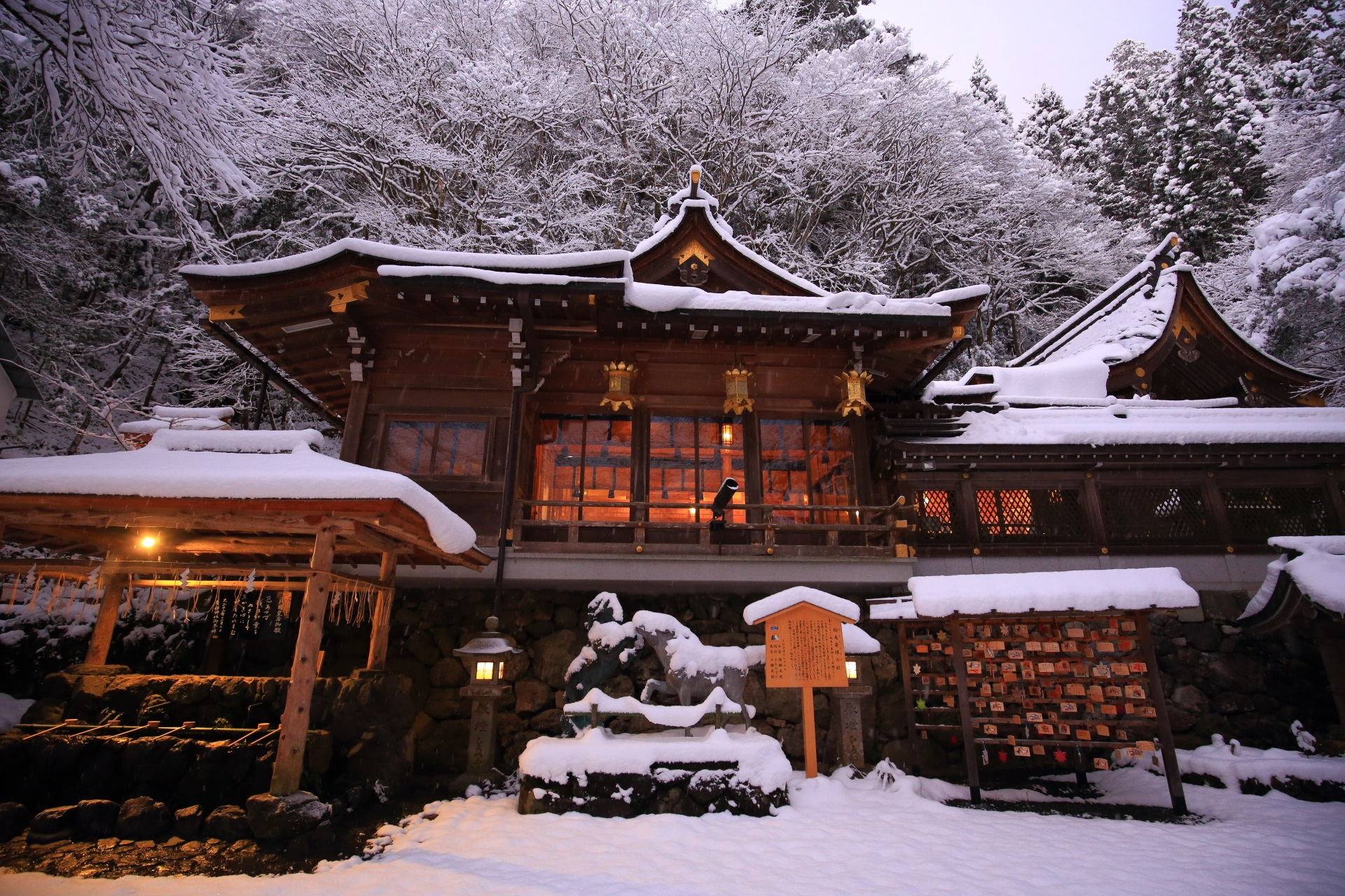 高画質 貴船神社 雪 写真
