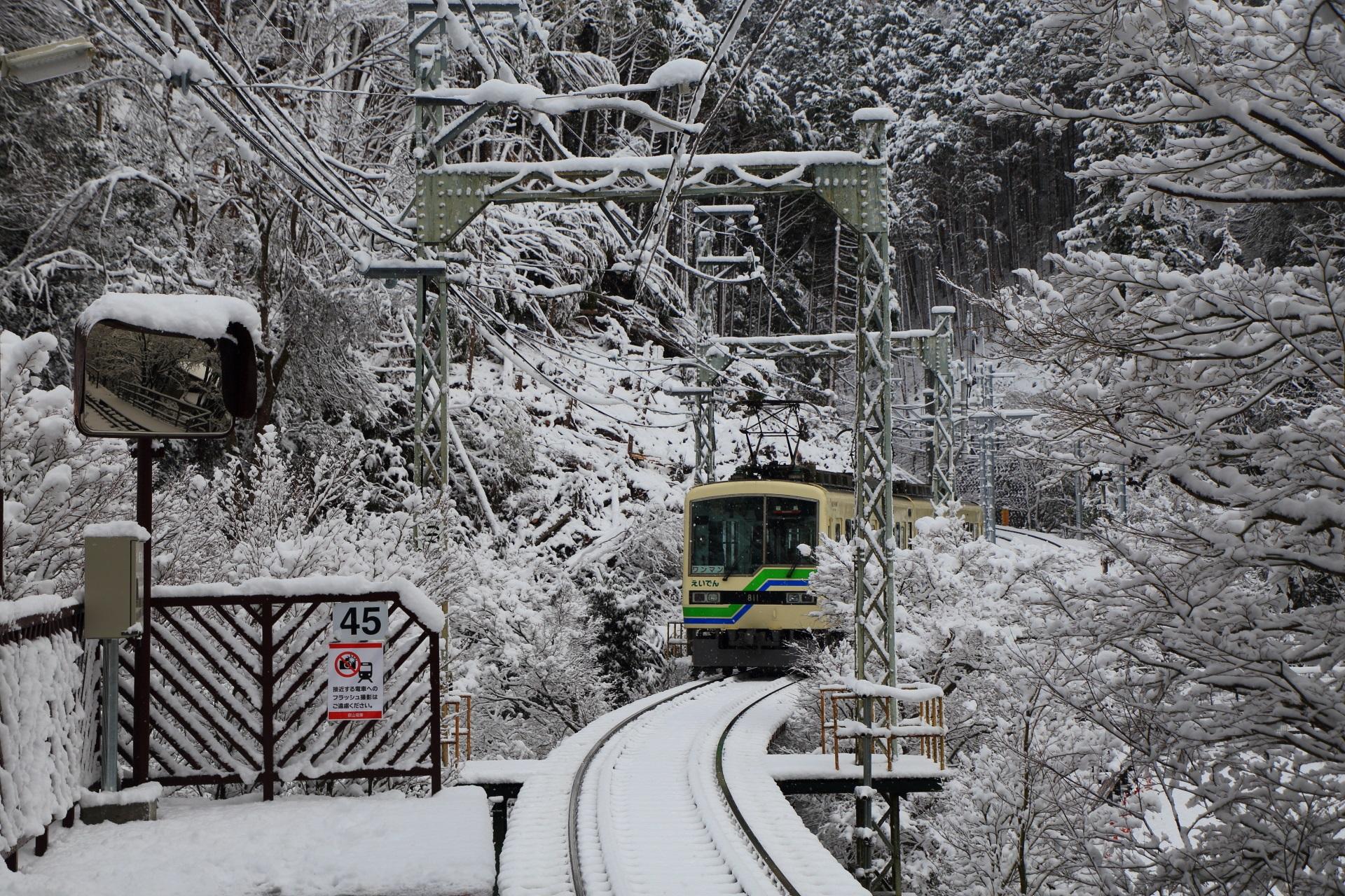 叡山電鉄の貴船口の雪景色