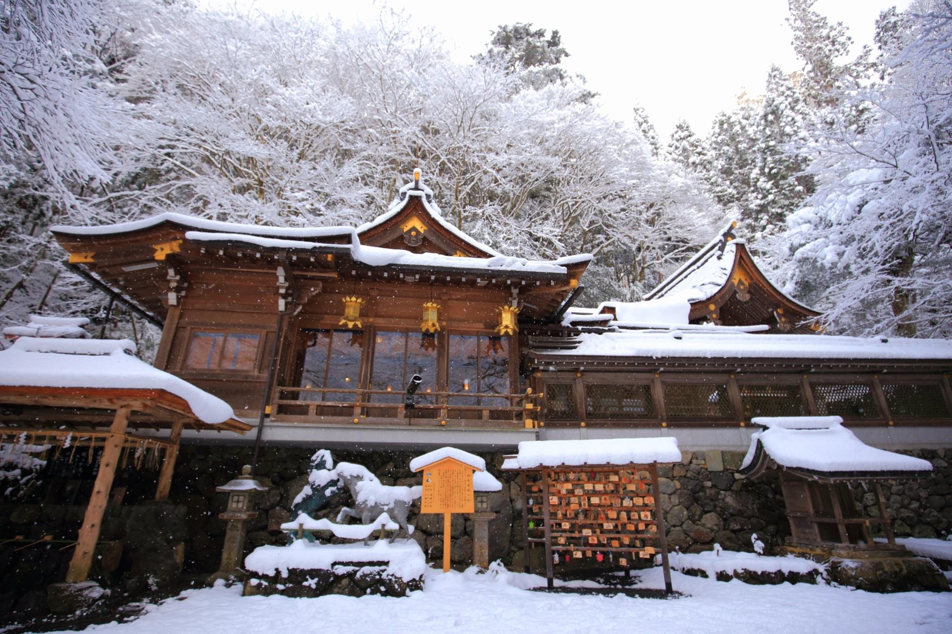 貴船神社の美しすぎる雪景色と冬色の情景