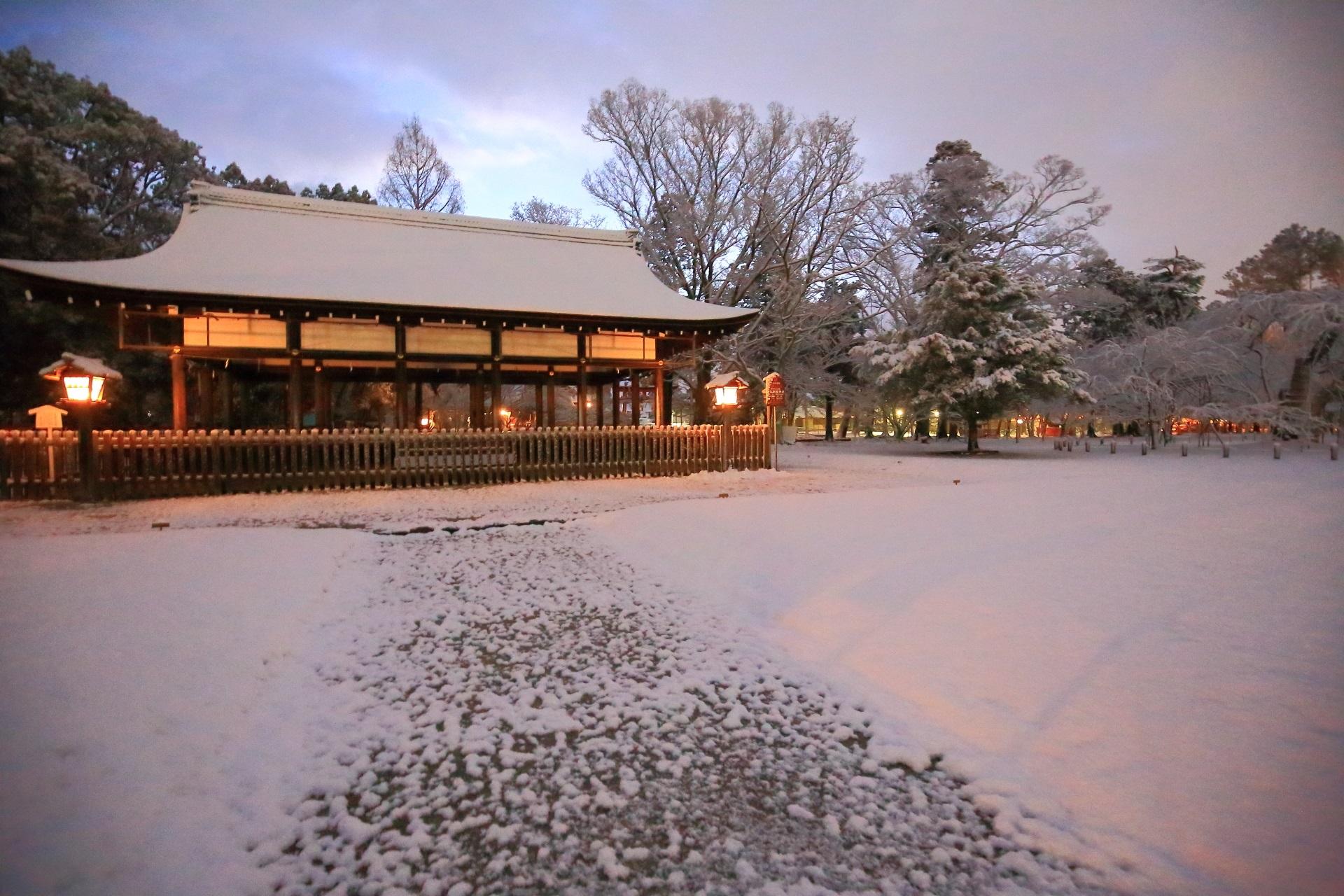 上賀茂神社の御所舎付近の雪景色