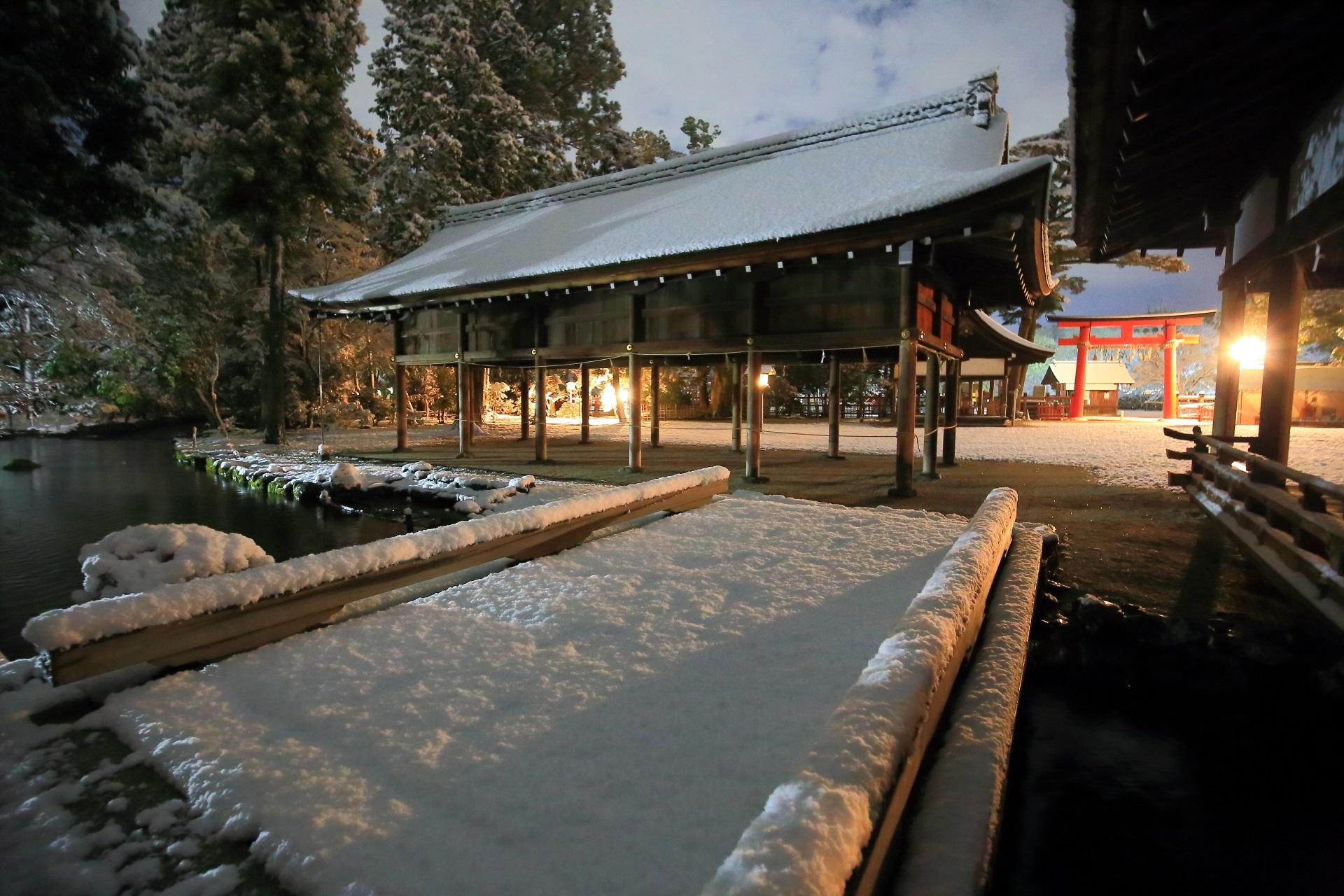 上賀茂神社の土舎や橋殿付近の雪景色
