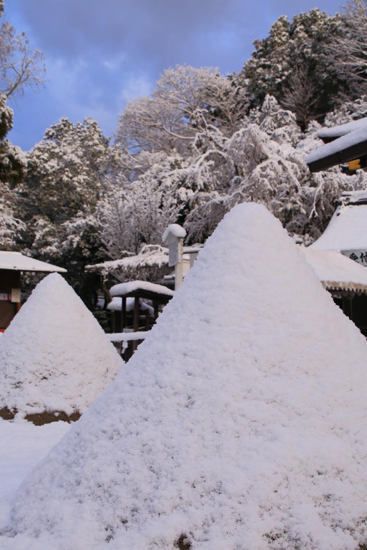 上賀茂神社の素晴らしい雪景色と冬の情景