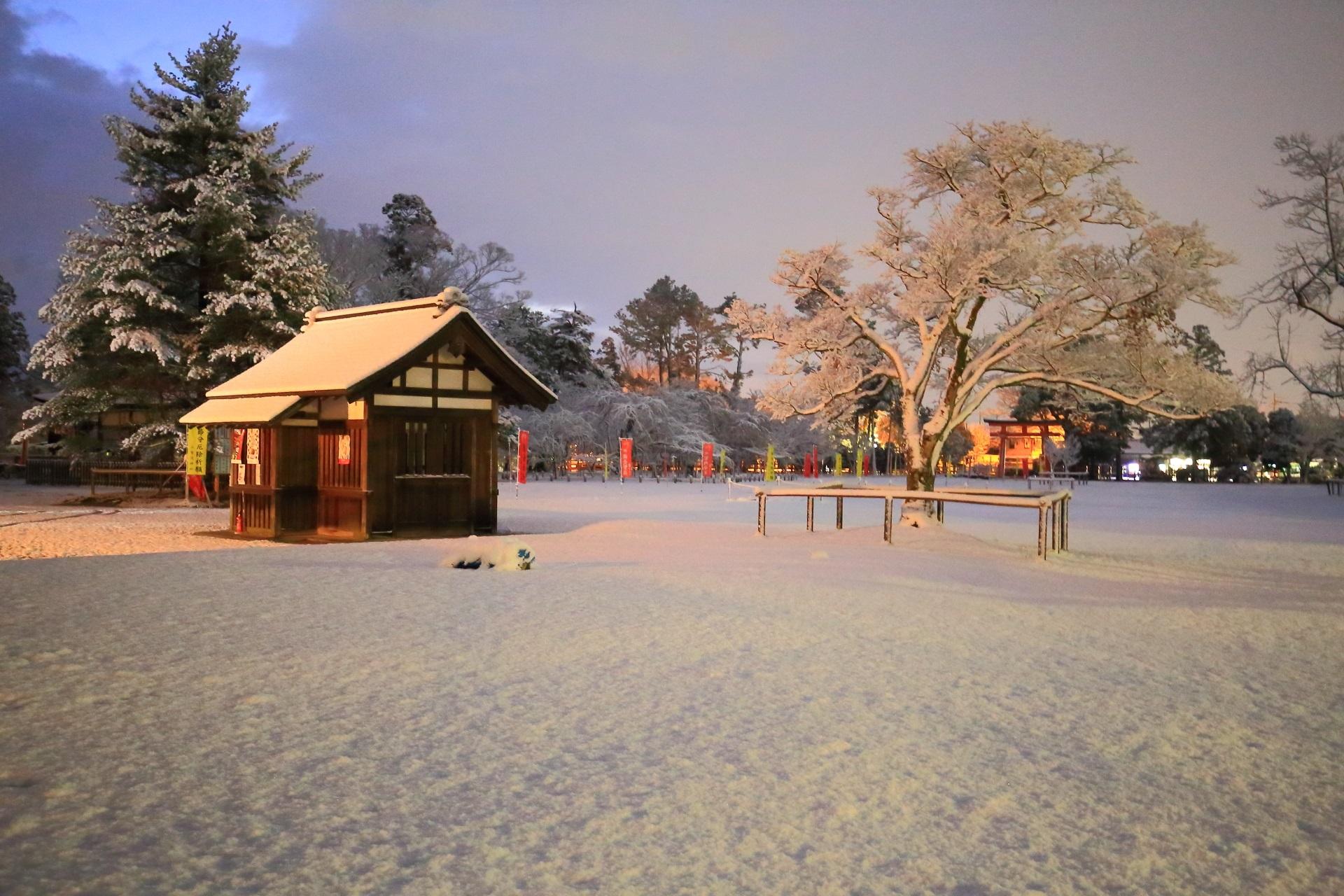 上賀茂神社の神馬舎付近の雪景色
