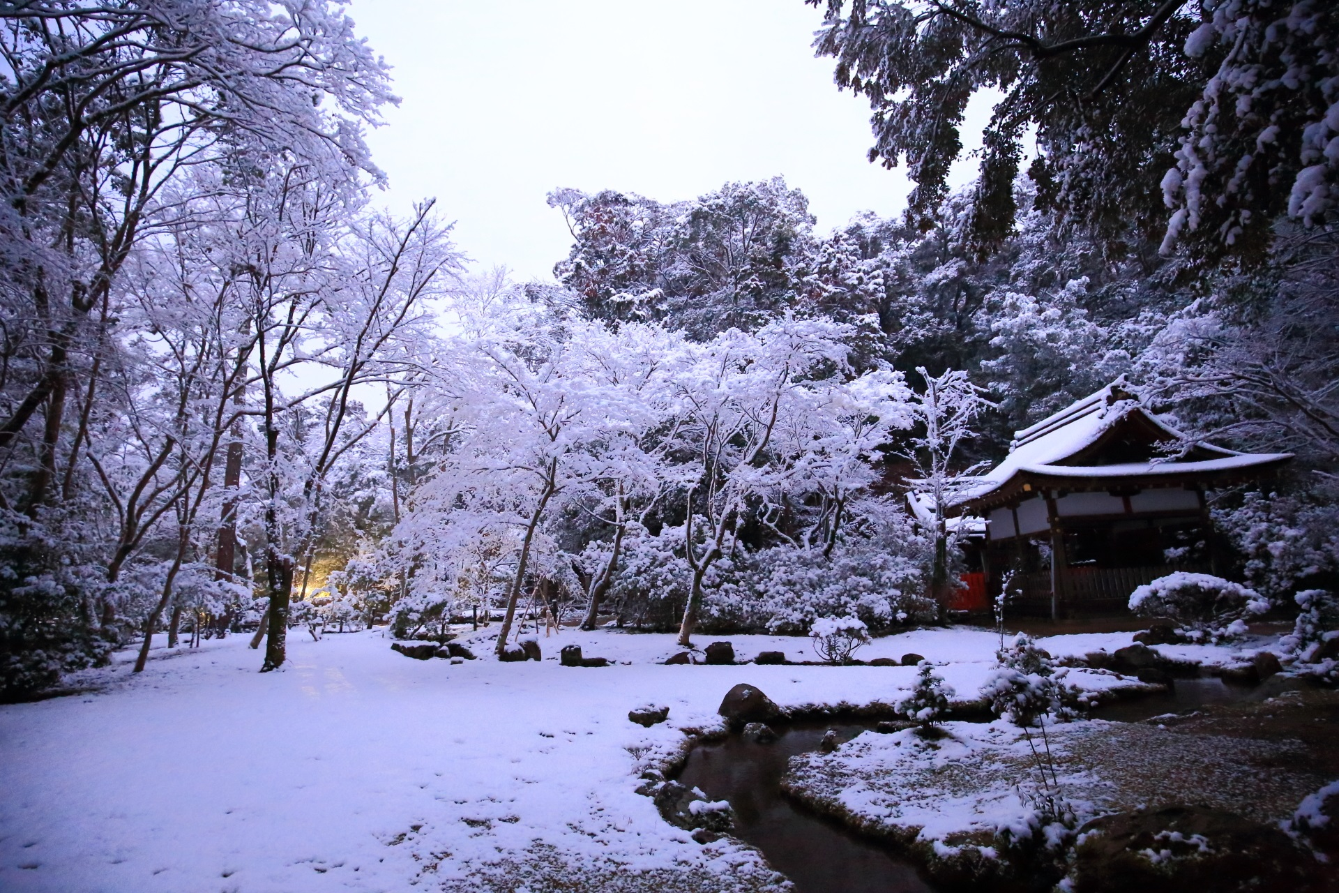 上賀茂神社内にある庭園の渉淳園の雪景色