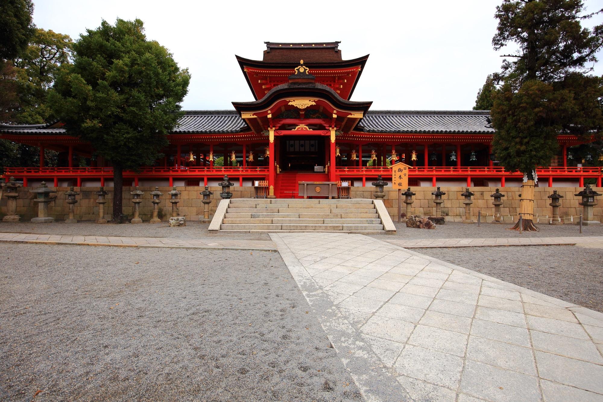 石清水八幡宮の色鮮やかで立派な本殿