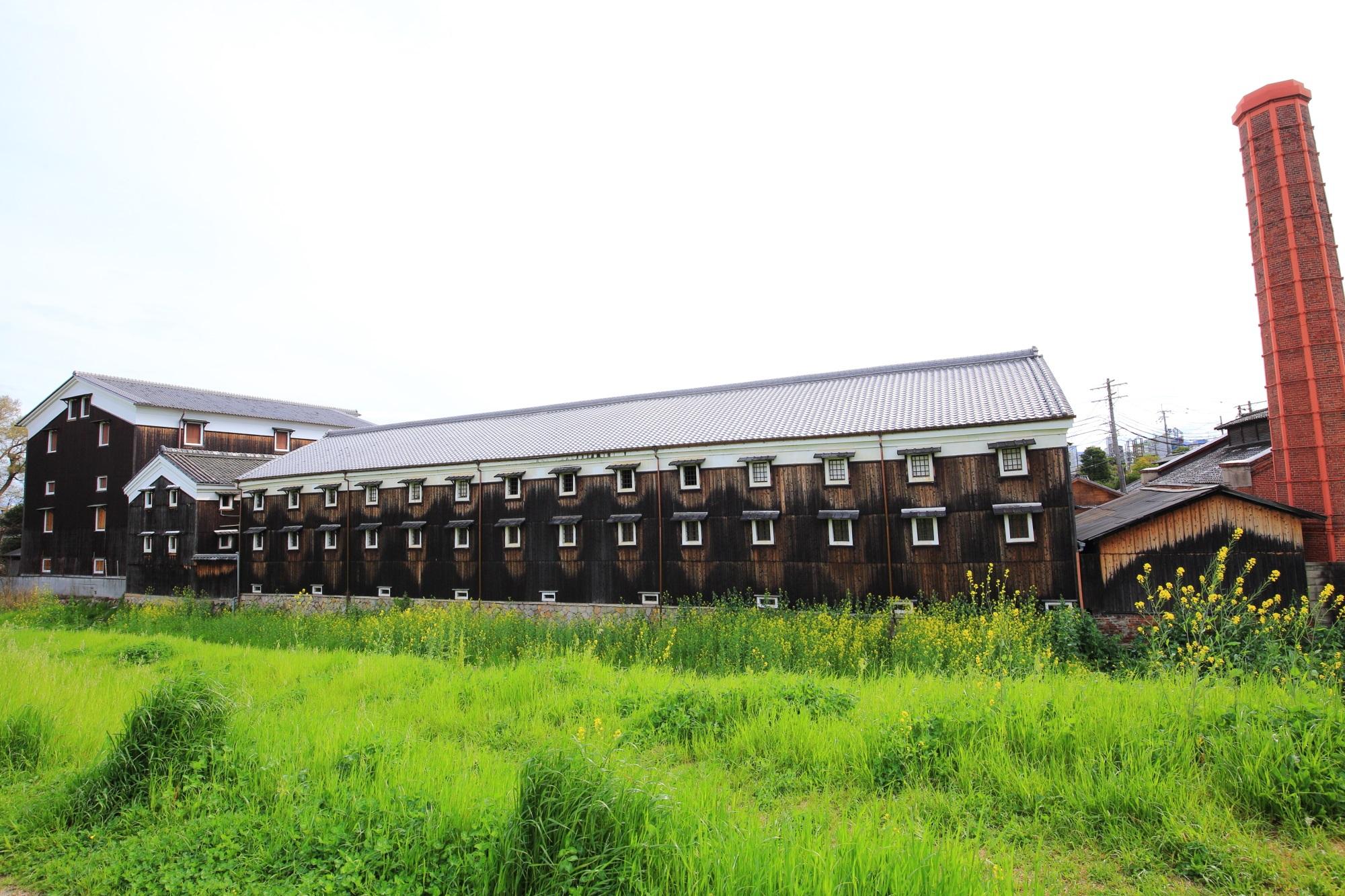 酒蔵独特の雰囲気の建物の松本酒造