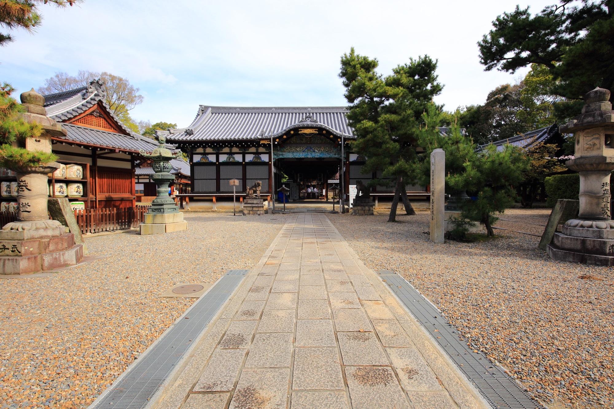 安産祈願の御香宮神社の拝殿と本殿