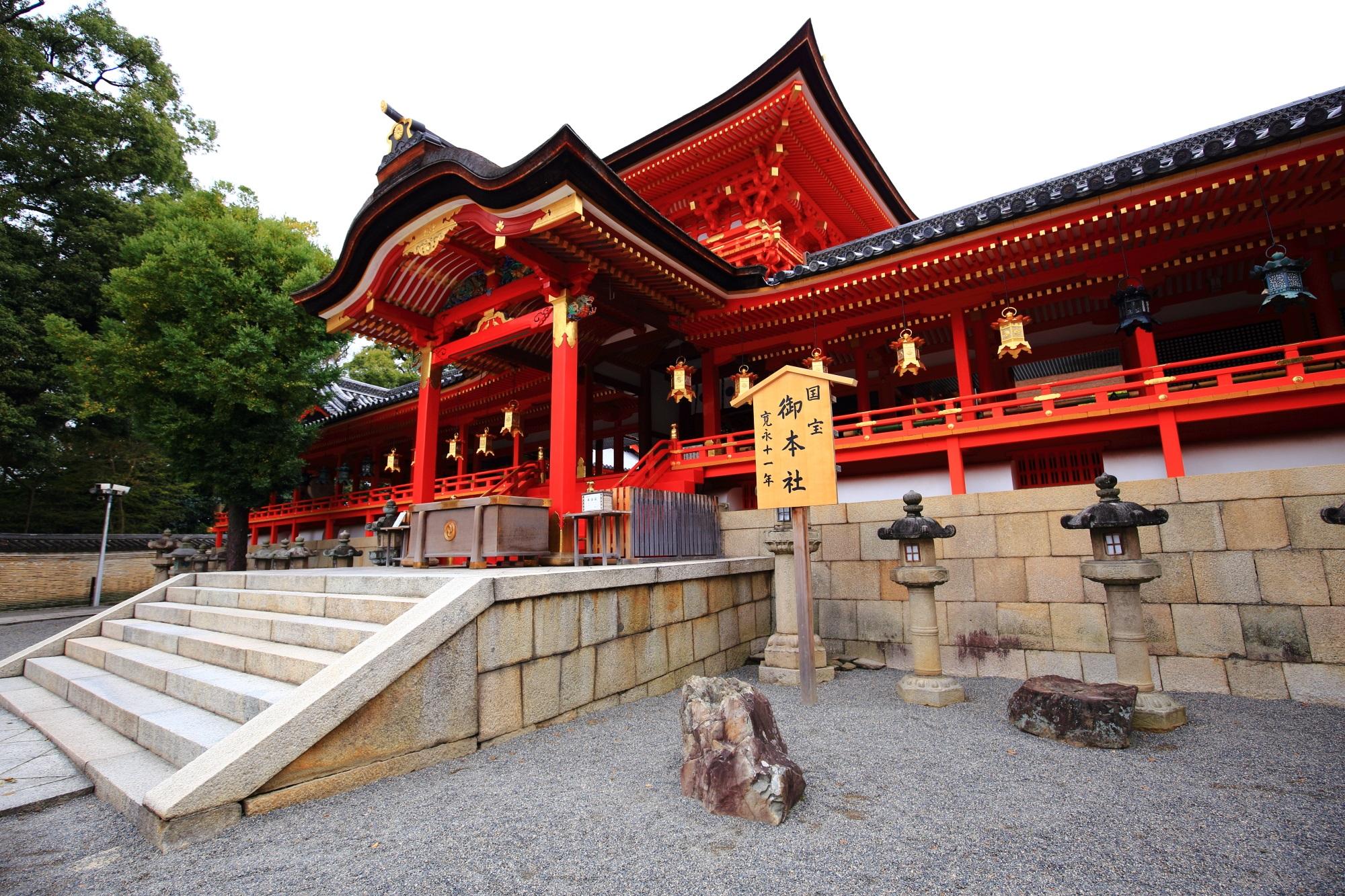 雅で上品な雰囲気が漂う石清水八幡宮の本殿
