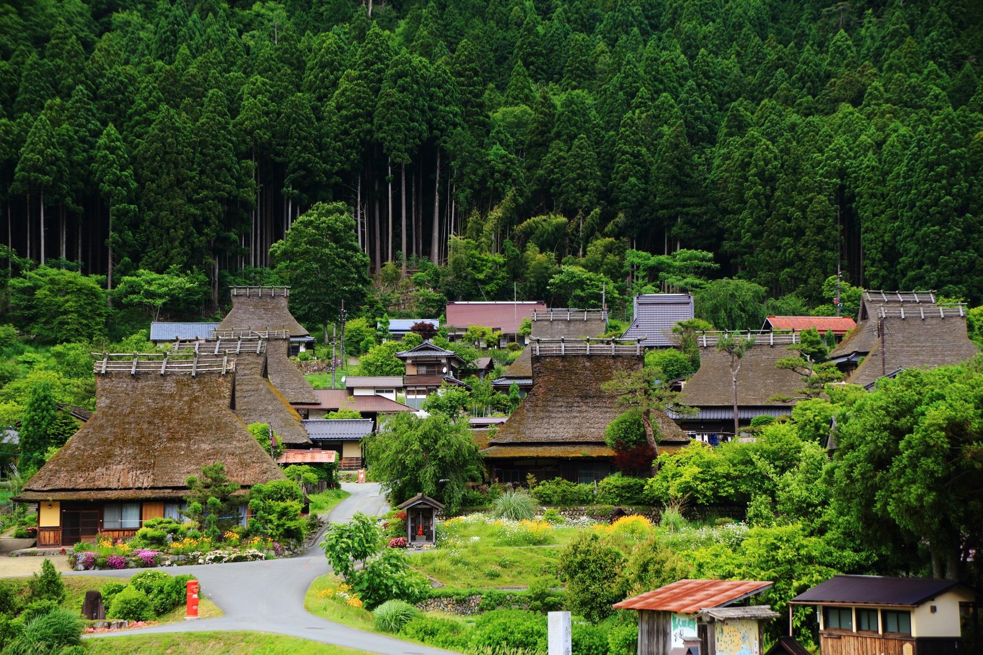 美山町 かやぶきの里 自然につつまれた昔話の町