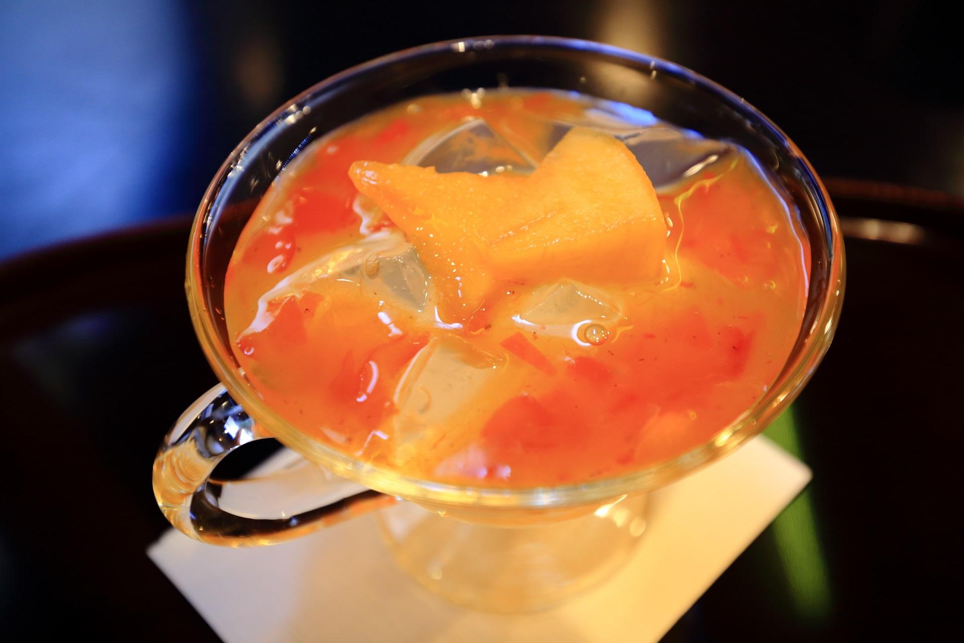 鮮やかなオレンジと透きとおる寒天と蜜