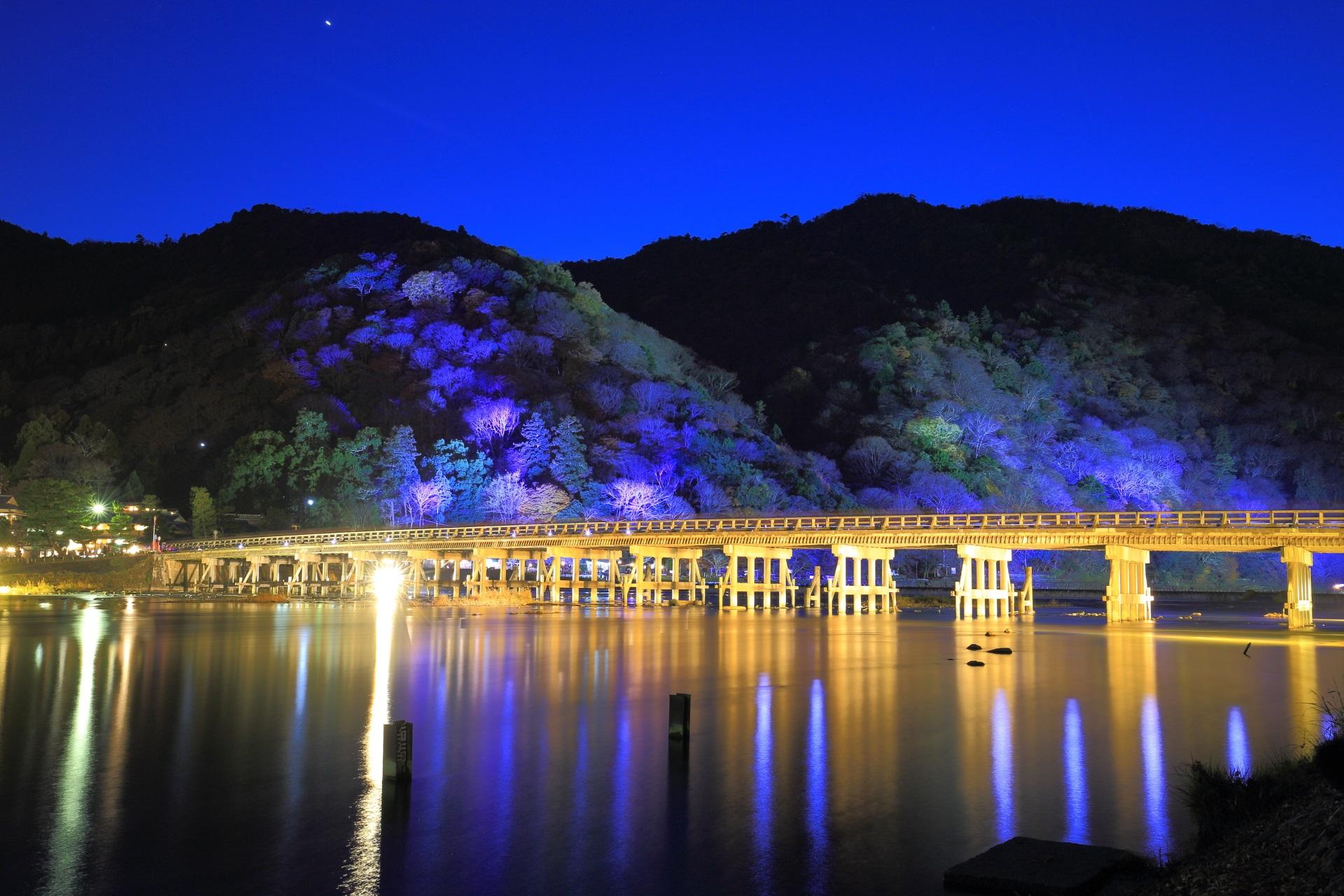 嵐山花灯路 渡月橋と保津川 京都の冬を彩るライトアップ